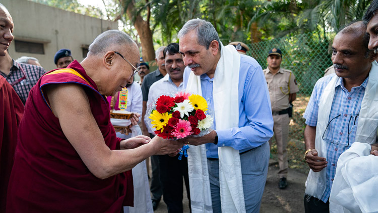 Director Prof Devang Vipin Khakhar welcoming His Holiness the Dalai Lama on his arrival at the Indian Institute of Technology Bombay in Mumbai, India on December 14, 2018. Photo by Lobsang Tsering