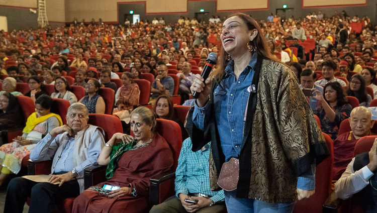 A member of the audience asking His Holiness the Dalai Lama a question during his talk at the Indian Institute of Technology Bombay in Mumbai, India on December 14, 2018. Photo by Lobsang Tsering