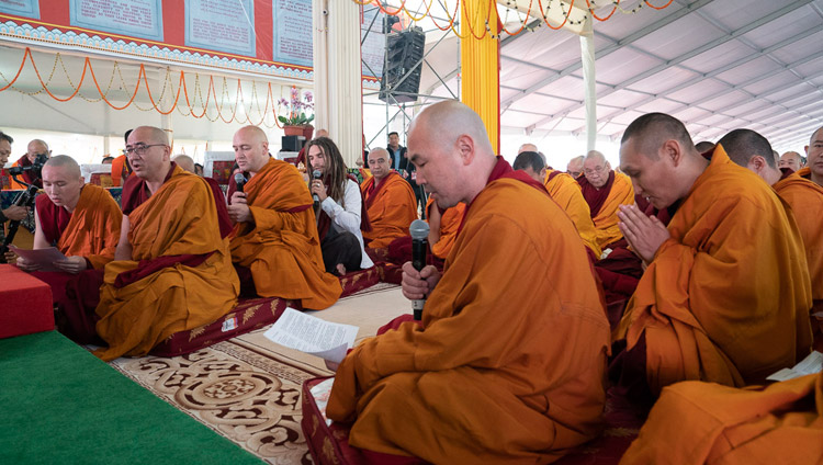 A group of monastics and lay people reciting the Heart Sutra in Russian at the start of the Long Life Empowerment given by His Holiness the Dalai Lama in Bodhgaya, Bihar, India on December 30, 2018. Photo by Lobsang Tsering