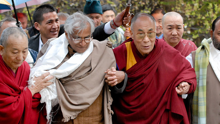 His Holiness the Dalai Lama with George Fernandes in Dharamsala, HP, India on March 10, 2007. Photo by Tenzin Choejor