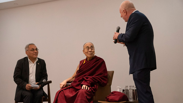 American philanthropist Bobby Sager introducing His Holiness the Dalai Lama at the start of his meeting with Youth Global Leaders in New Delhi, India on April 7, 2019. Photo by Tenzin Choejor