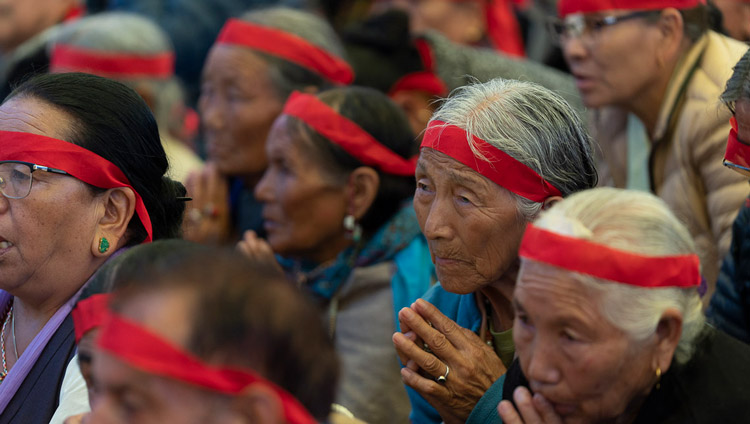 Members of the crowd wearing ritual blindfolds as His Holiness the Dalai Lama gives the Empowerment of Mahakarunika Lokeshvara in Manali, HP, India on August 17, 2019. Photo by Tenzin Choejor