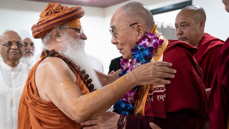 His Holiness the Dalai Lama exchanging greeting Swami Karshni Gurusharanandaji Maharaja on his arrival at Sri Udasin Karshni Ashram in Mathura, UP, India on September 22, 2019. Photo by Tenzin Choejor