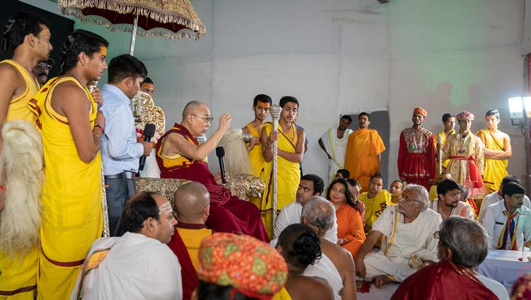 His Holiness the Dalai Lama addressing the gathering at Sri Udasin Karshni Ashram in Mathura, UP, India on September 22, 2019. Photo by Tenzin Choejor