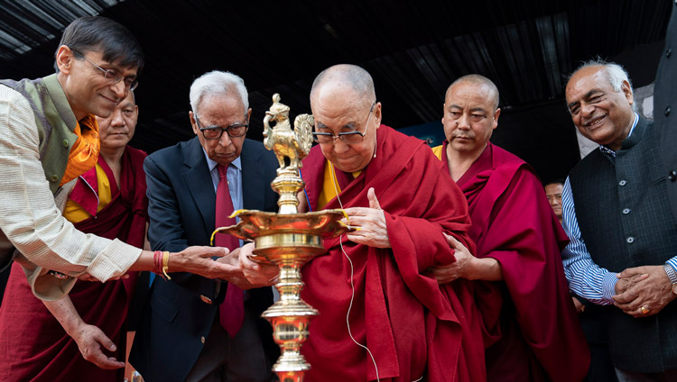 His Holiness the Dalai Lama joining Guest of Honour, Dr Vinay Sahasrabuddhe and IIAS Chairman, Kapil Kapoor in lighting a lamp to inaugurate the  24th Sarvepalli Radhakrishnan Memorial Lecture at the Indian International Cnntre in New Delhi, India on November 21, 2019. Photo by Tenzin Choejor