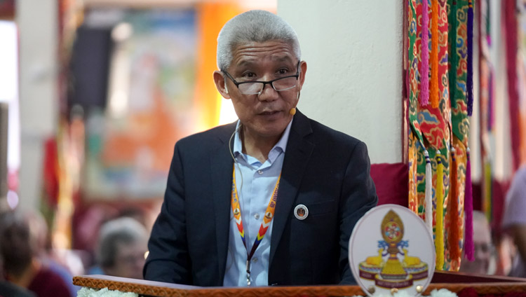 Dr Thupten Jinpa giving an overview of the International Conference on Je Tsongkhapa at Gaden Lachi Assembly Hall in Mundgod, Karnataka, India on December 20, 2019. Photo by Lobsang Tsering