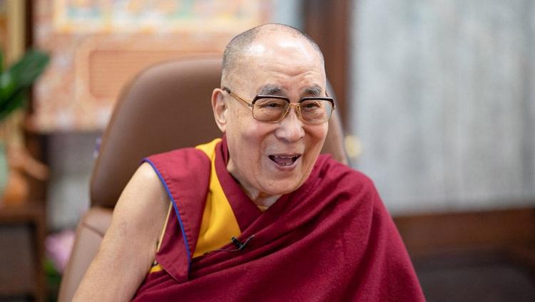 Su Santidad el Dalái Lama durante su conversación con los miembros de la Policía Metropolitana por enlace de vídeo desde su residencia en Dharamsala, HP, India, el 8 de julio de 2020. Foto de Ven Tenzin Jamphel