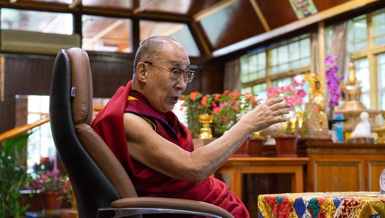 Su Santidad el Dalái Lama hablando sobre la Compasión en la Práctica Médica a la Asociación Global de Médicos de Origen Indio (GAPIO) y a los becarios de yoga PGIMER desde su residencia en Dharamsala, HP, India el 23 de julio de 2020. Foto de Ven Tenzin Jamphel