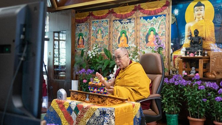 Su Santidad el Dalái Lama hablando en el segundo día de sus enseñanzas en línea para jóvenes tibetanos en su residencia de Dharamsala, HP, India, el 2 de junio de 2021. Foto de Ven Tenzin Jamphel