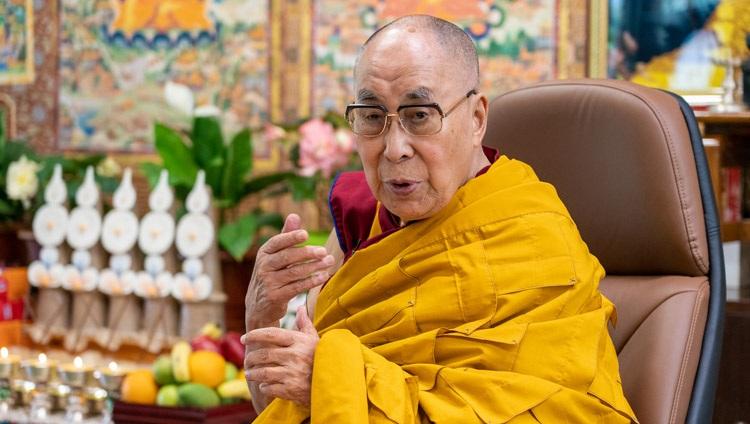 Su Santidad el Dalái Lama hablando en el segundo día de sus enseñanzas en línea desde su residencia en Dharamsala, HP, India, el 14 de julio de 2021. Foto de Ven Tenzin Jamphel