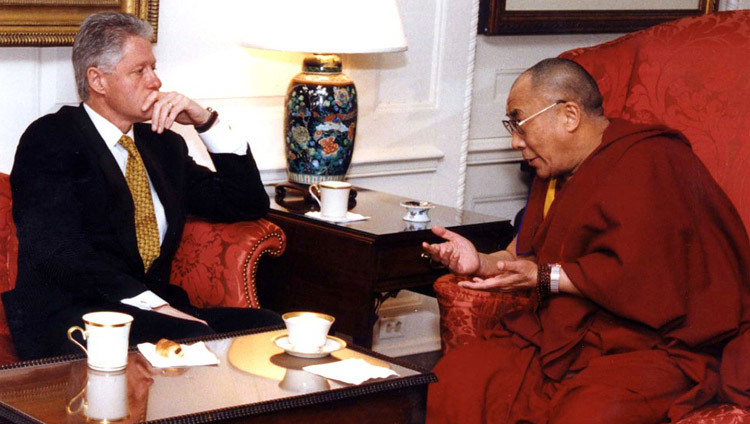 His Holiness the Dalai Lama meeting with US President Bill Clinton during his visit to Washington DC, USA on November 10, 1998.