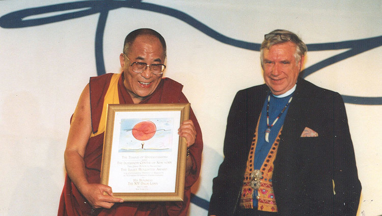 His Holiness the Dalai Lama accepting the Juliet Hollister Award from the Juliet Hollister Foundation in New York, NY, USA on May 5, 1998.