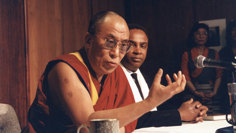 His Holiness with Seattle Mayor Norm Rice during his visit to Seattle, Washington, USA in 1993. (Photo courtesy Seattle Municipal Archives)