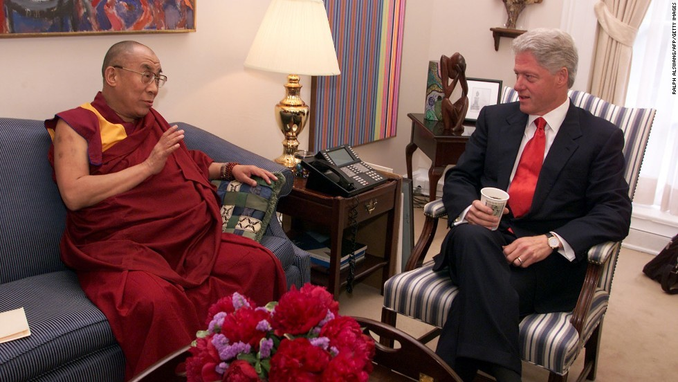 His Holiness the Dalai Lama meeting President Bill Clinton at the White House in Washington DC, USA on June 20, 2000. (Official White House Photo)