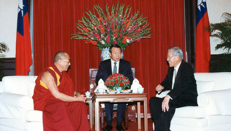 His Holiness the Dalai Lama meeting with the President of Taiwan Lee Teng-Hui in Taipei, Taiwan on March 27, 1997.